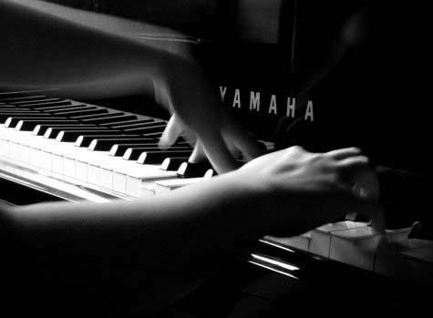 Mains sur clavier flou 3